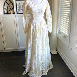 VINTAGE IVORY LACE & TAFFETA COTTAGE CORE MODEST WEDDING DRESS